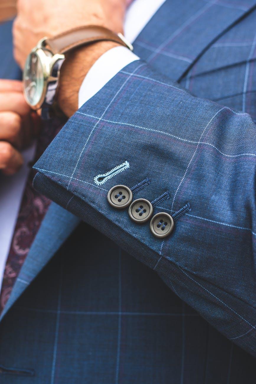 I 9 errori nell'abbigliamento da ufficio che gli uomini continuano afare